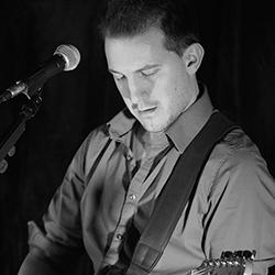 Sébastien Angot, chanteur, guitariste et auteur compositeur