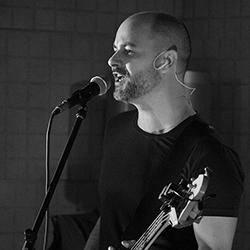 Cédric Huguelet, bassiste, chanteur et auteur compositeur