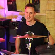 François, batteur du groupe pop-rock suisse Alyx